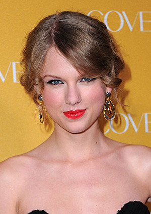 taylor swift signature picture. girlfriend Taylor Swift wore a