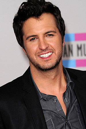 http://wac.450f.edgecastcdn.net/80450F/tasteofcountry.com/files/2011/02/luke-bryan-021711b.jpg