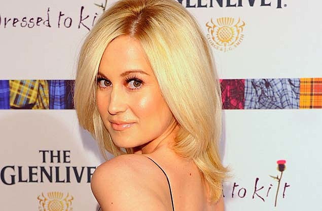 kellie picklers husband surprises her with hot air balloon ride