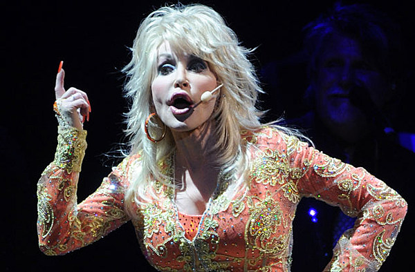 Dolly Parton Says She S Truly Sorry About Dollywood T