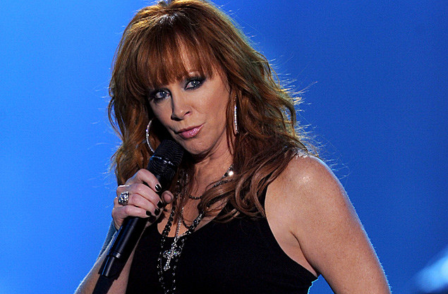 Reba Mcentire Shows Plenty Of Sass With 'turn On The Radio' 'cma Rhtasteofcountry: By Reba Mcentire Turn On The Radio At Elf-jo.com