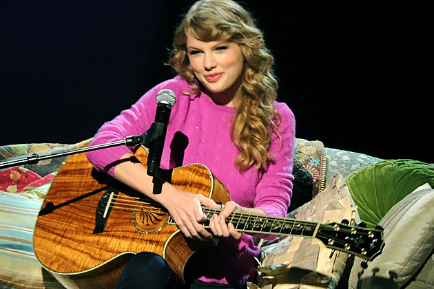 Taylor Swift sat in at tonight's 2011 CMA Awards to deliver a solo acoustic ...