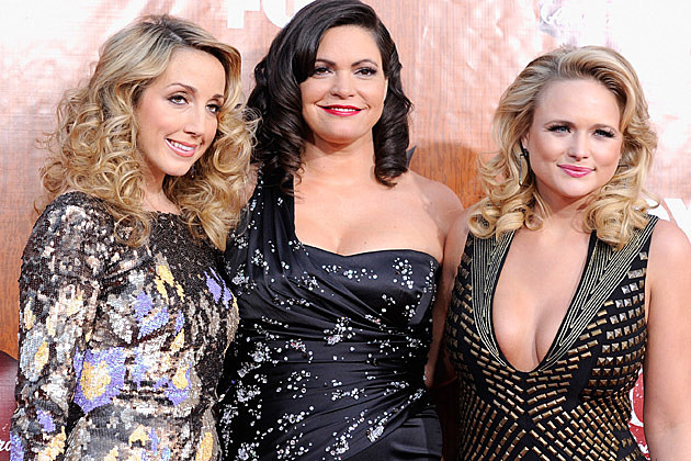 Pistol Annies Deliver Sultry Performance of 'Hell on Heels' at ...
