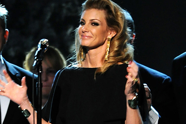 Faith Hill Lays Down 'Little Drummer Boy' During 'CMA Country ...