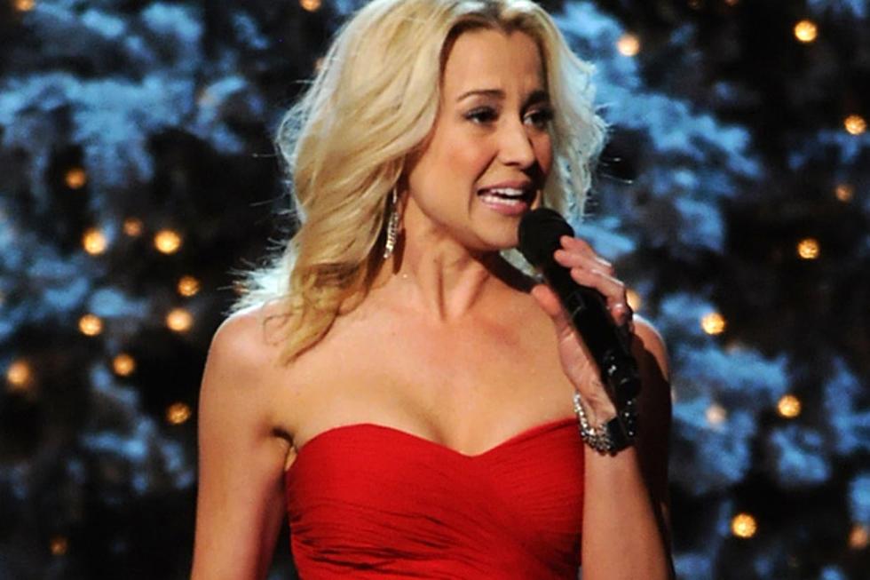 Kellie Pickler Does Some \'Rockin\' Around the Christmas Tree\' on \'CMA ...