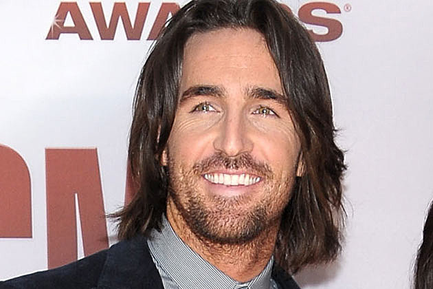 JAKE OWEN Cancels Shows as He Prepares for Surgery to Repair ...