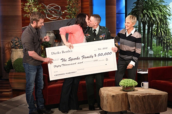 Dierks Bentley Gives 50k To Military Family In Need