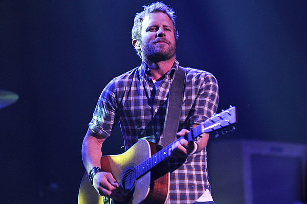 dierks bentley to release country and cold cans ep on august 21. Cars Review. Best American Auto & Cars Review