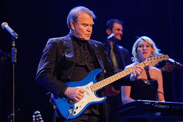 glen campbell 39 s wife reveals he cannot play guitar anymore. Black Bedroom Furniture Sets. Home Design Ideas