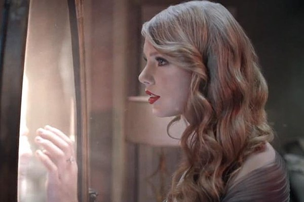Taylor Swift Finds Love in Romantic New Wonderstruck ...