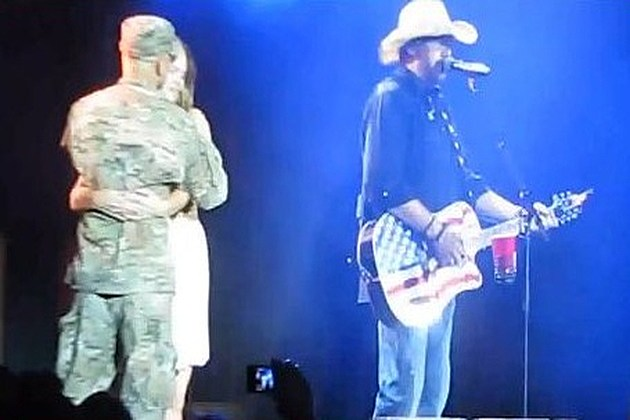 Toby Keith Major Cruz and wife