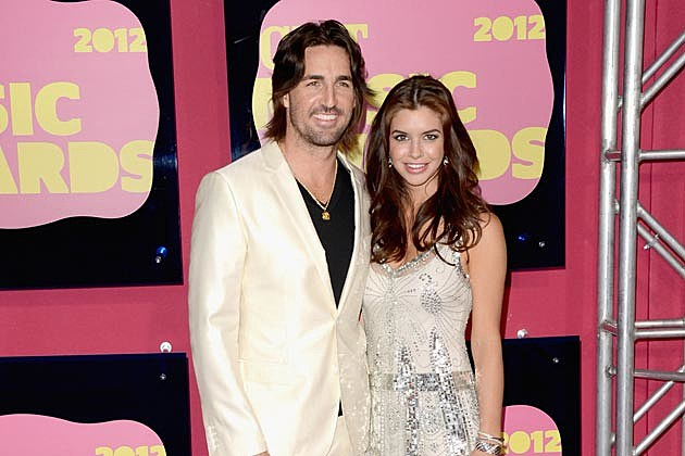 Jake owen excitedly counting down the days until daughter s arrival