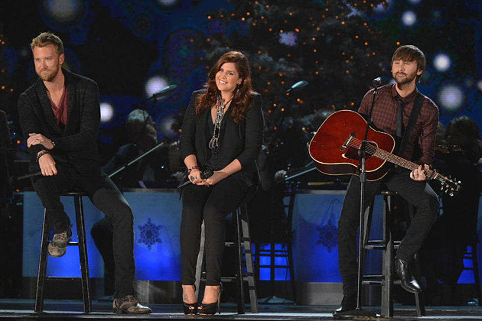 lady antebellum perform a holly jolly christmas on cma country christmas