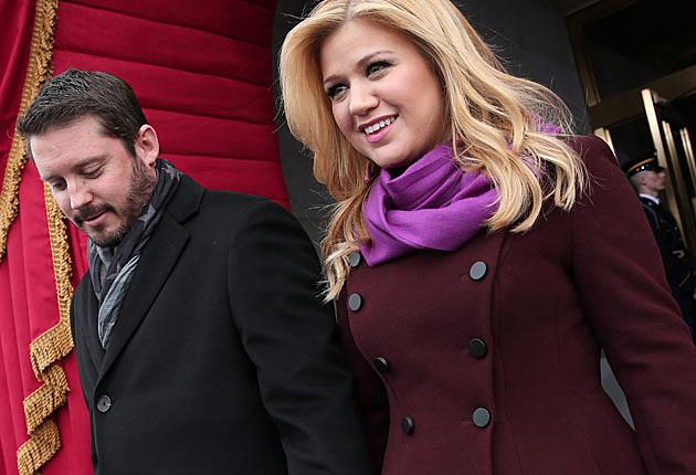 Kelly Clarkson Planning Fall Wedding, Eyeing 'Wedding Singer' Blake Shelton