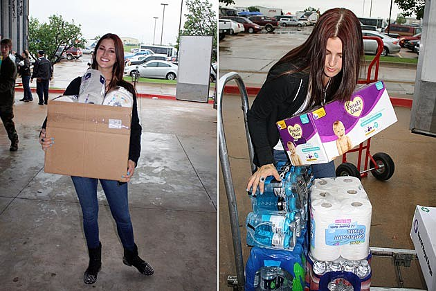 Cassadee Pope Oklahoma Regional Food Bank Volunteer