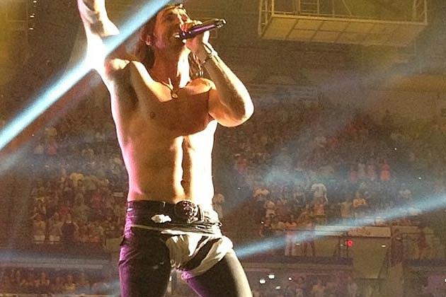 Jake Owen Rips His Pants Onstage
