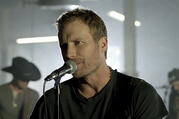dierks bentley holds to things that matter in 39 i hold on 39 video. Cars Review. Best American Auto & Cars Review
