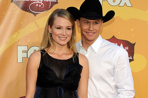 Jewel and husband ty murray orcing