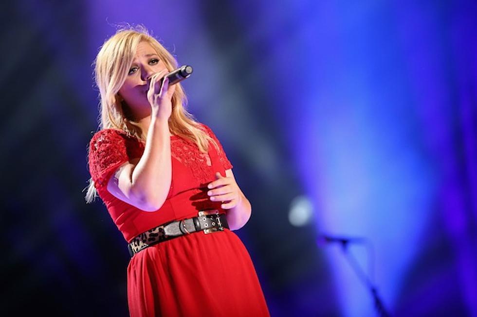 Hear Kelly Clarkson\'s \'White Christmas\' Cover