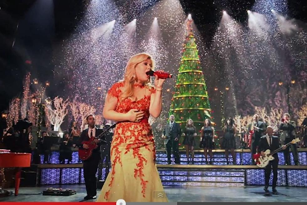 Kelly Clarkson\'s \'Underneath the Tree\' Video Gives Behind-the-Scenes ...