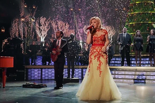 Watch Clips From 'Kelly Clarkson's Cautionary Christmas Tale'
