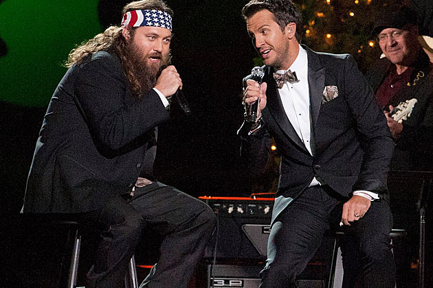 Luke Bryan, Willie Robertson Sing Hairy Christmas