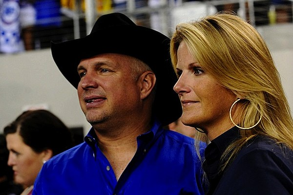 Garth brooks and trisha yearwood are moving to nashville for Garth brooks married to trisha yearwood