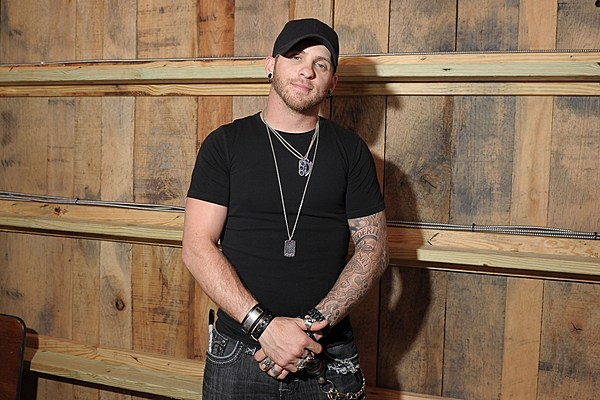 Ordained Minister Brantley Gilbert To Wed Fans