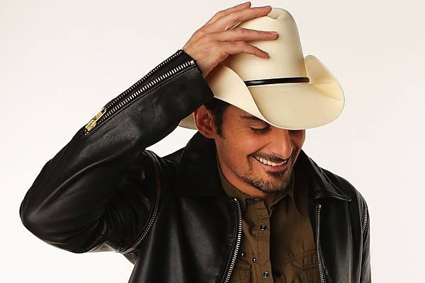 Brad Paisley Pranks the Swon Brothers in Green Bay [Watch]