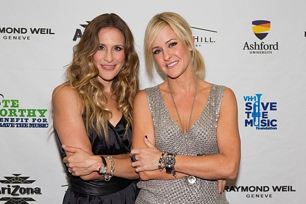 Martie maguire and emily robison sign publishing deal leer m 225 s