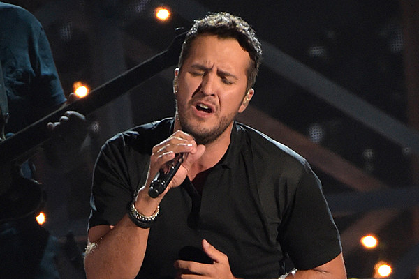 Luke bryan thanks lady antebellum in after death in family for Luke bryan sister kelly cheshire death