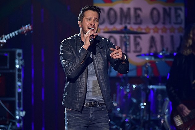 Luke Bryan Wins Male Vocalist Acc Award