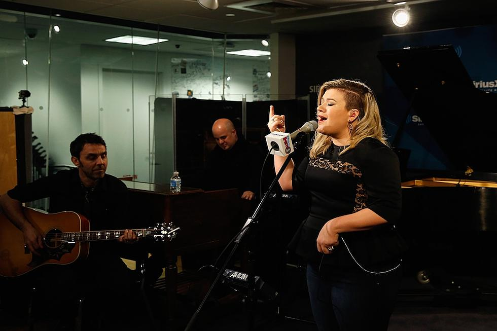 Kelly Clarkson Covers Tracy Chapmans Give Me One Reason