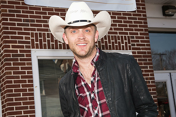 justin moore cuts what a wonderful world for cabelas ad
