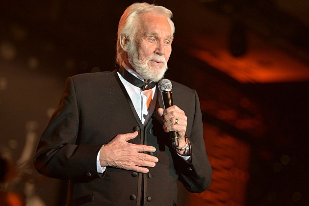 Kenny Rogers Announces First Christmas Album in 17 Years