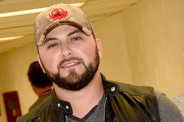 Tyler Farr Tyler Farr Gains Third No 1 With 39A Guy Walks Into a Bar39