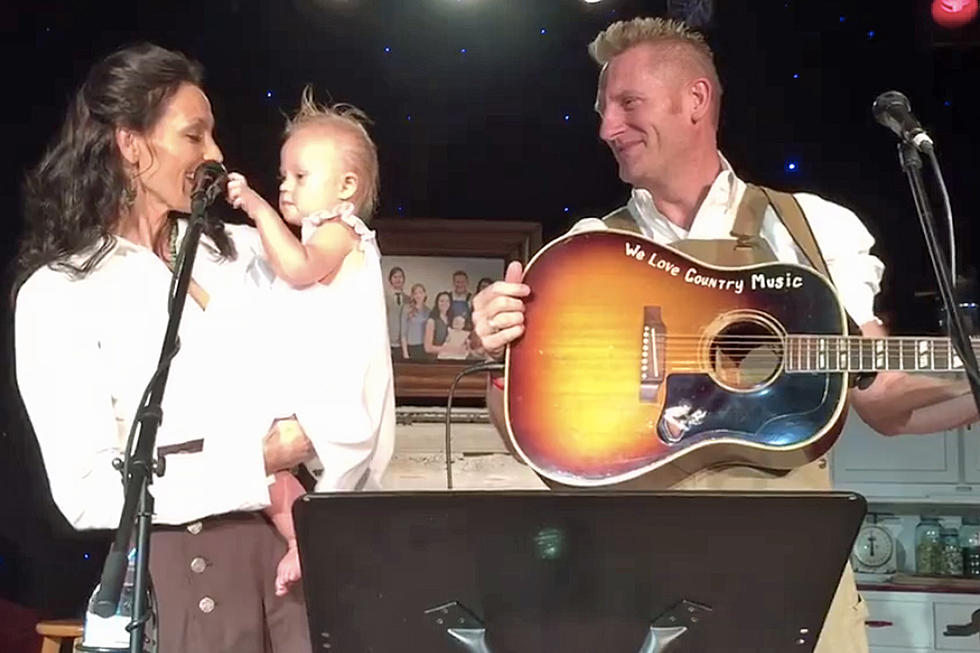 Joey + Rory\'s Baby Girl Steals the Show at Farmhouse Concert