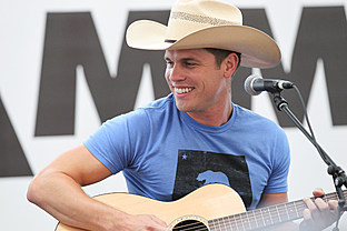 country music news-Dustin Lynch