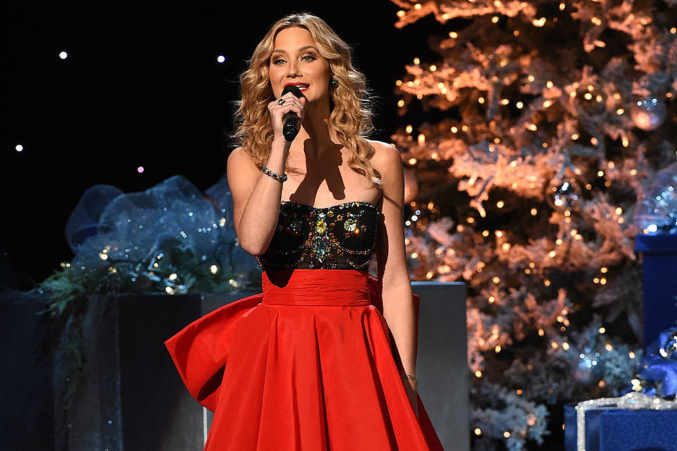 2015 cma country christmas gets us feeling festive pictures - Cma Country Christmas 2015