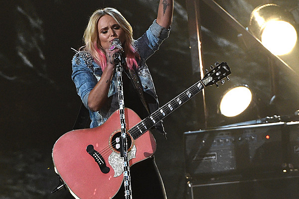 miranda lambert performs 'bathroom sink' at 2015 cma awards