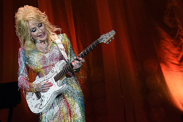 Dolly Parton Announces Dinner Theater Name