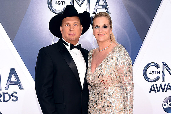 Trisha interrupts garth brooks concert to share big news for Is garth brooks and trisha yearwood still married