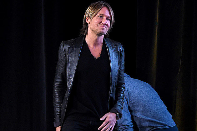 keith-urban-acm-mae-boren-axton-award