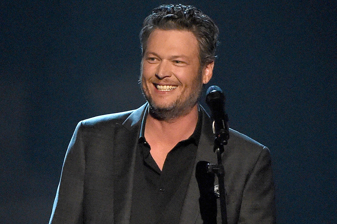 Blake Shelton Engages in Hilarious Twitter Fight With Hater