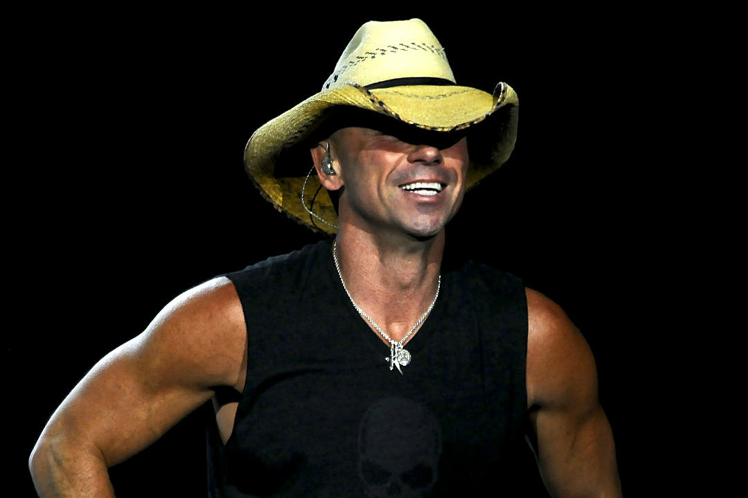 Who is kenny chesney dating