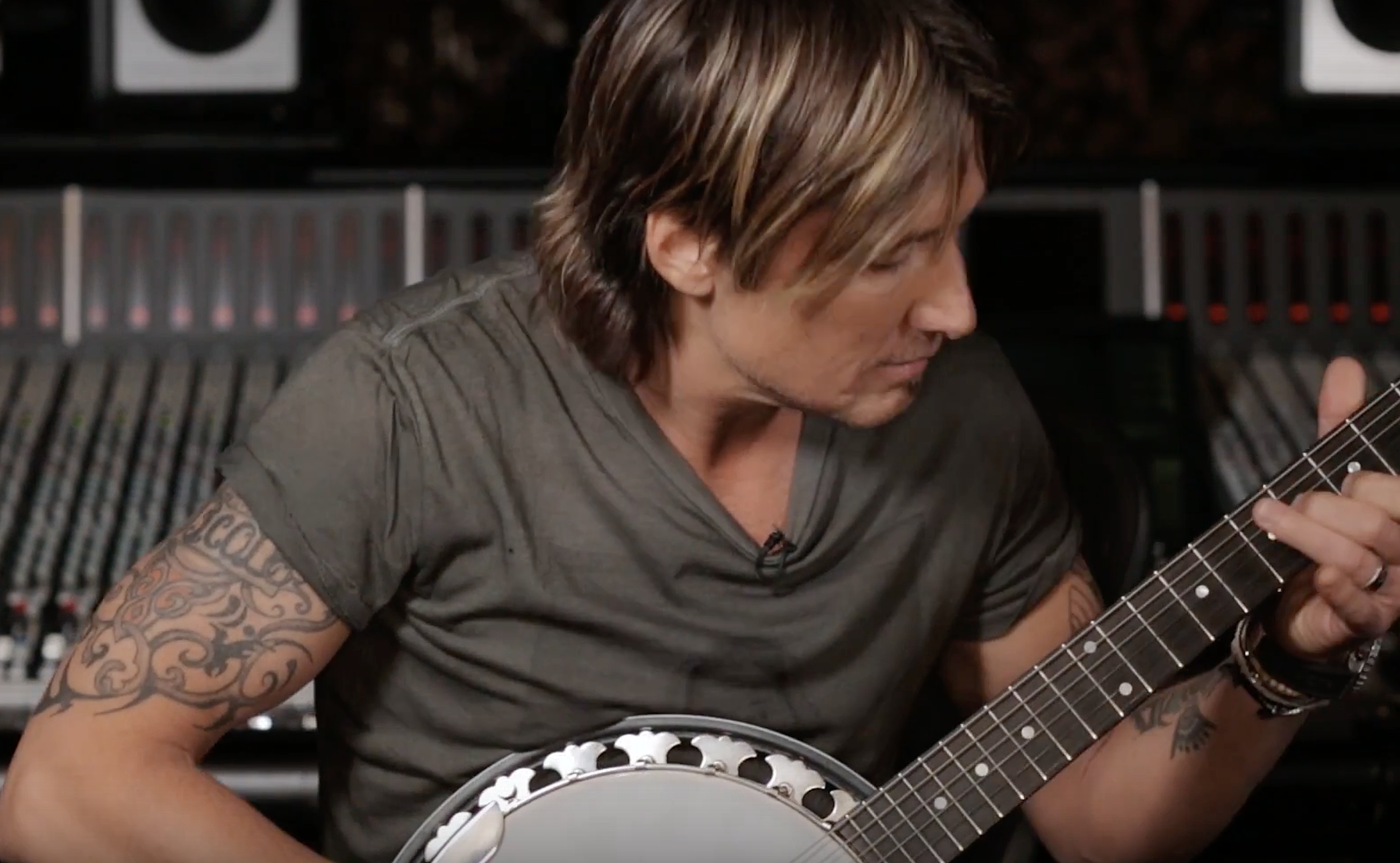 Watch Keith Urban Build Sun Dont Let Me Down
