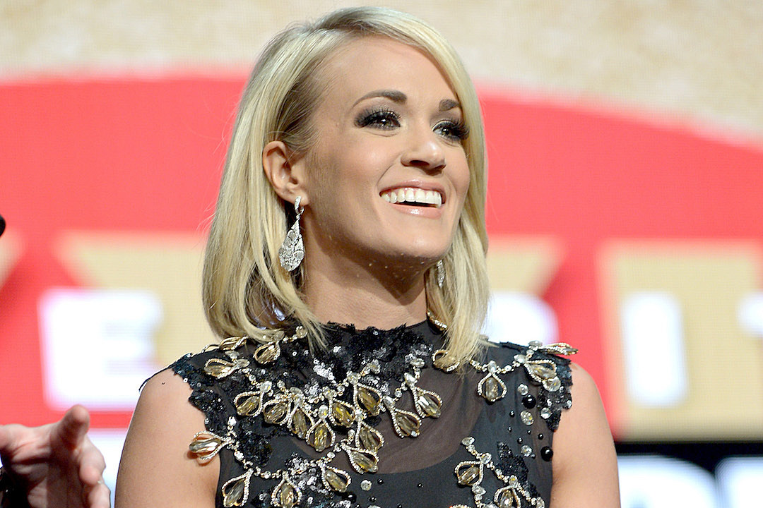 Carrie Underwood and Son Isaiah Play at Sesame Place Outside of ...