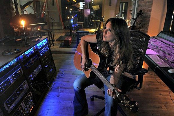 Gretchen Wilson Selling Rustic Nashville Mansion