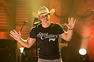 dustin-lynch-conan-seeing-red