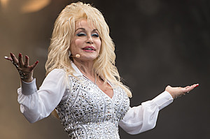 dolly-parton-country-stars-2016-elections